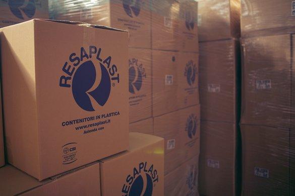 consegna contenitori in plastica per alimenti